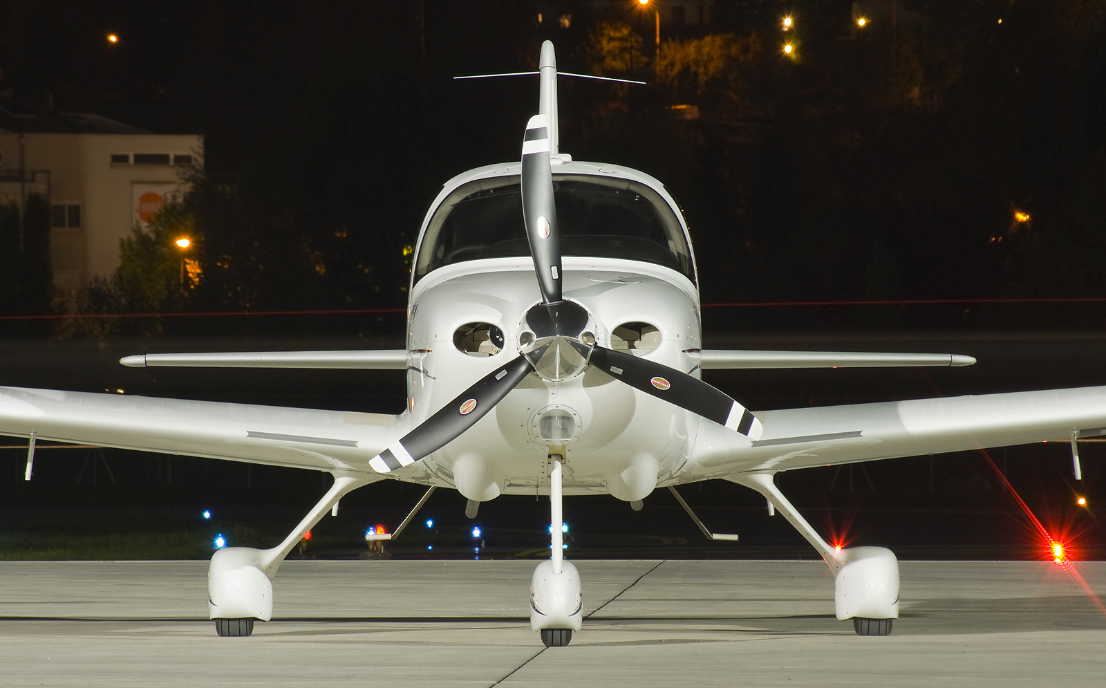 Cirrus Airplane for Rent At Encore Flight Academy