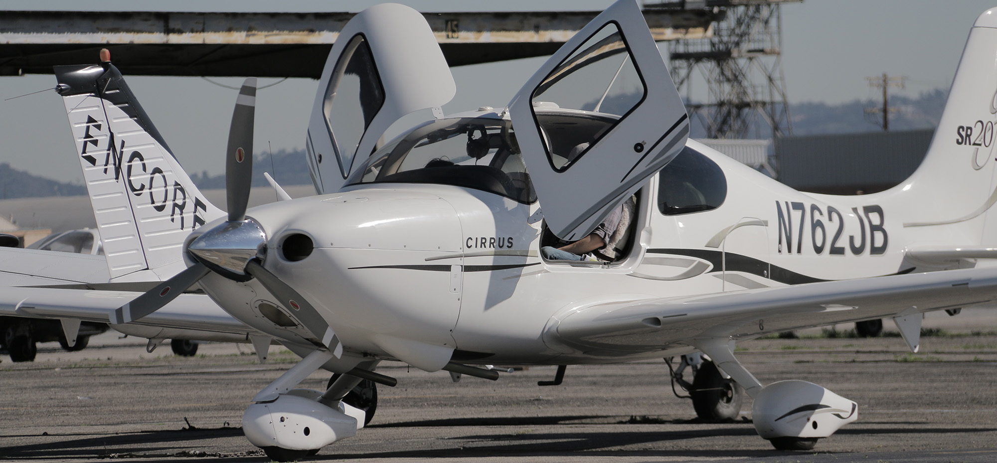 Learn-to-Fly-with-Encore-Cirrus-Aircraft Cirrus Aircraft Flight Training Los Angeles